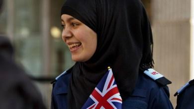 Photo of Hijab kini pakaian rasmi polis Scotland