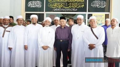 Photo of Dr Mahathir solat Jumaat di Masjid Al-Hana