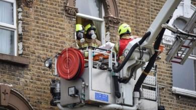 Photo of Pesakit dibawa keluar ikut tingkap untuk dikuarantin