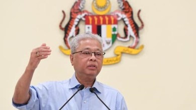 Photo of Rakyat Malaysia pulang dari luar negara pakai gelang kuarantin di rumah