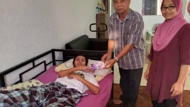 Photo of ADUN Jerteh beri sumbangan kepada bekas jurugambar Utusan, Azlan