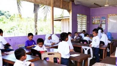 Photo of Tiada akses internet, guru cetak, agih kerja sekolah kepada pelajar