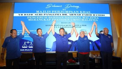 Photo of Bung Moktar, Abdul Rahman akhirnya berjabat tangan
