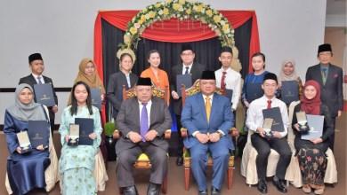 Photo of Empat pelajar terima Anugerah Cemerlang Yayasan Tuanku Syed Putra