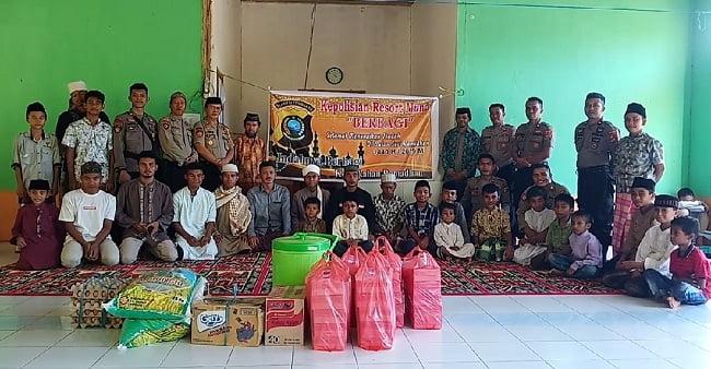 Foto Bersama Satuan Dalmas Polres Muna Sambangi Pesantren Sabulussalam