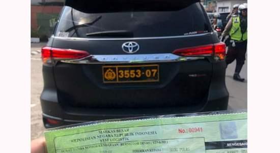 Video Kevin Kosasih Kendarai Toyota Fortuner Hitam Berplat Dinas Polisi