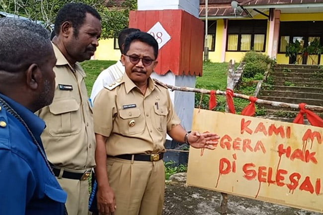 Wakil Bupati Sorong Buka Palang Masyarakat Adat Suku Moi