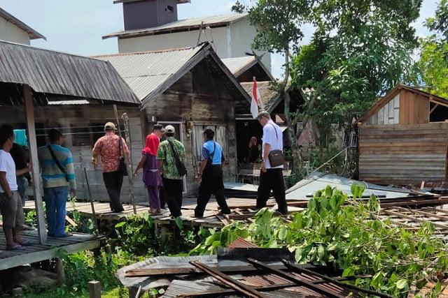 Puting Beliung Porak-porandakan Desa Mantangai Hulu Kapuas