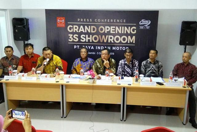 Showroom Hino Jambi Jadi Diler Hino Terbesar di Sumatera