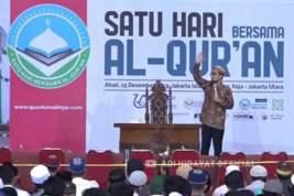 Dai Ustad Adi Hidayat, Sehari Bersama Al Quran Dihadiri 20 Ribu Jamaah