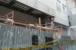 Bangunan di Kelapa Gading, Dibongkar Dibangun Lagi, Di-Police Line Kok Masih