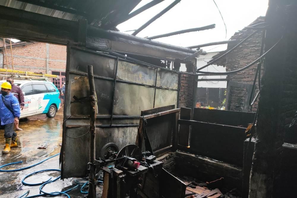 gudang kerupuk terbakar