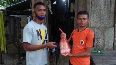 Photo of Melalui Sahabat Busel, La Ode Basir Salurkan Sembako Dan 2500 Masker Kemasyarakat Busel