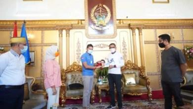 Photo of Gubernur Sulsel Sarapan Bareng Sandiaga dan Anir-Lutfi Hingga Diberi Buku