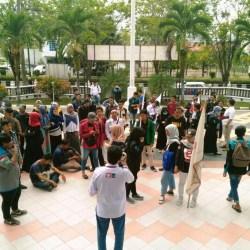 Tak Ditemui Anggota, Puluhan Mahasiswa 'Sweeping' Kantor DPRD Kalsel