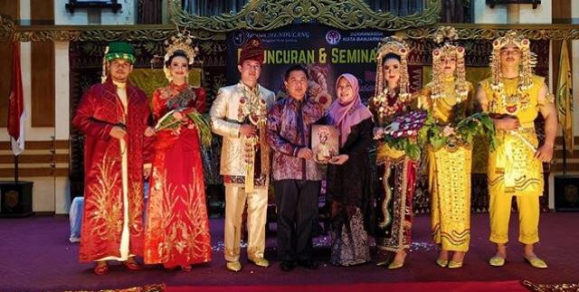 Banjarmasin Punya Buku Khusus Tata Rias Pengantin Banjar