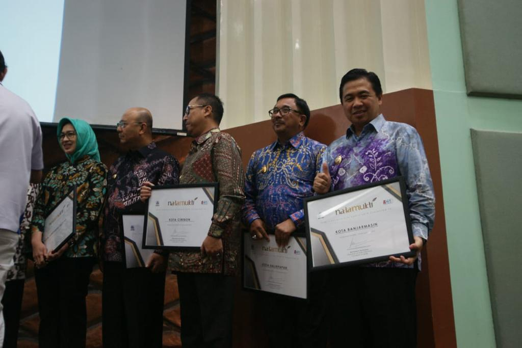 Walikota Ibnu Sina Terima Natamukti Award