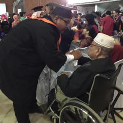 Haru dan Isak Tangis Warnai Prosesi Wisuda STIMIK Banjarmasin