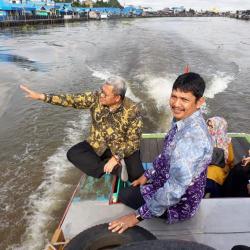 Mantan Gubernur Jabar Heryawan Takjub Melihat Wisata Sungai Banjarmasin