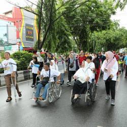 Ibnu Sina Jalan Santai Bersama Penyandang Disabilitas
