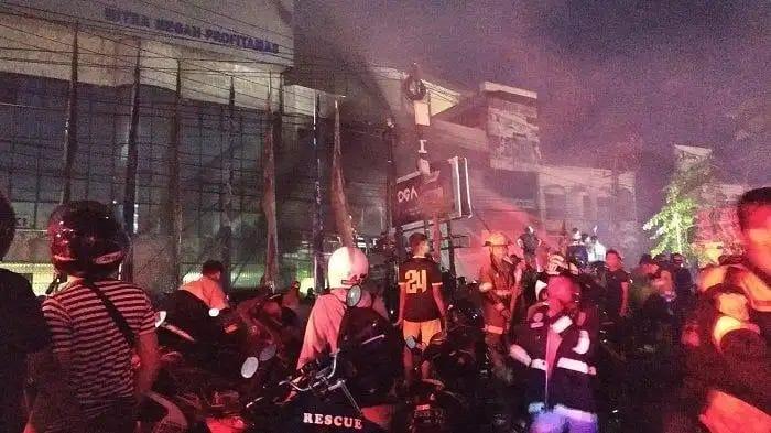 Api Berkobar di Gedung Yoga Club