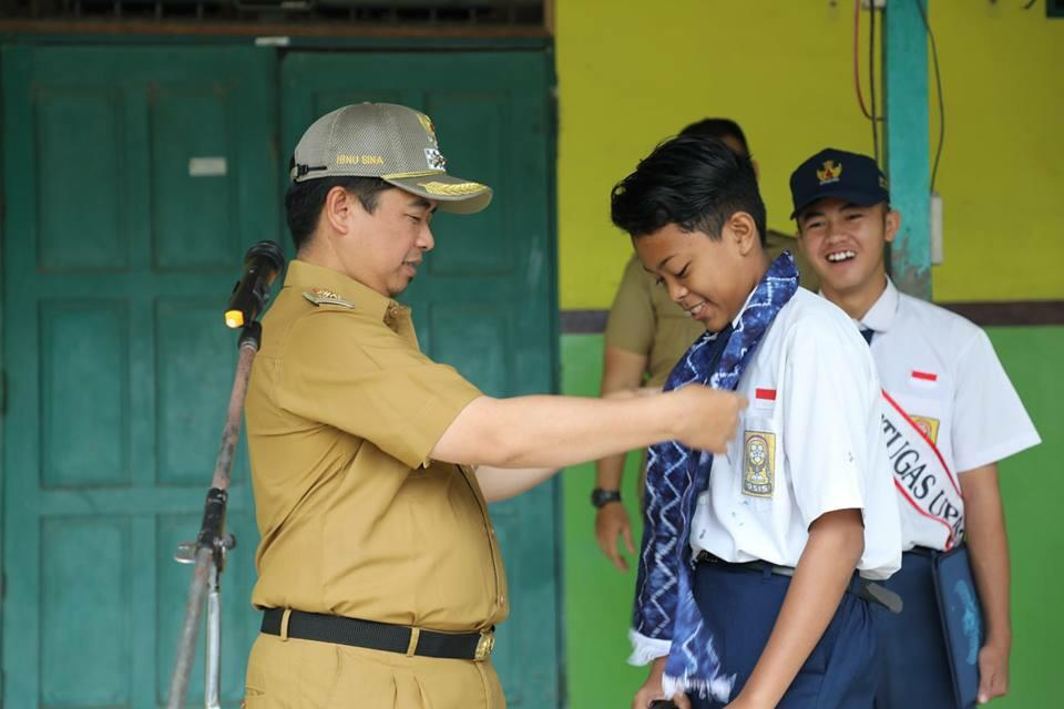 Walikota Lantik Seluruh Murid SMPN 27 Jadi Duta Kebersihan