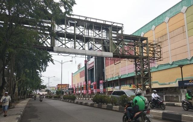 Walikota Perintahkan Lelang Besi Tua JPO Depan Mitra Plaza