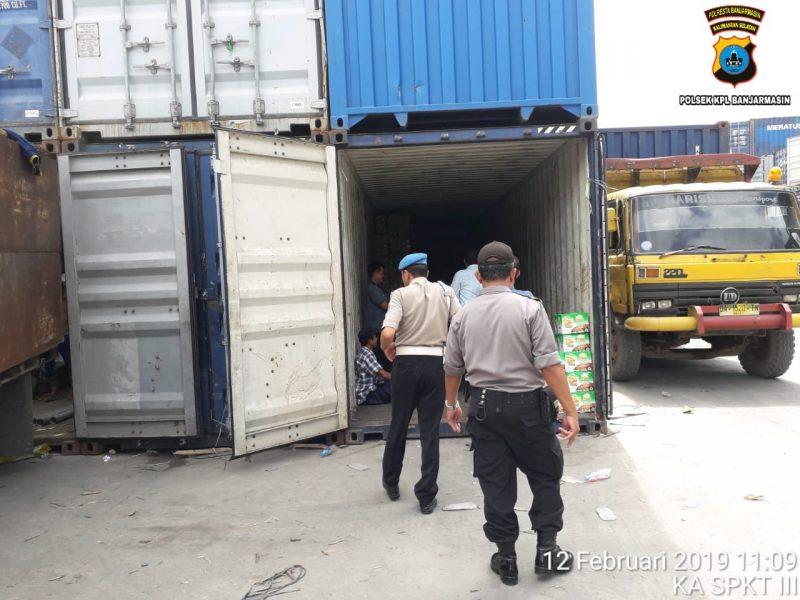 Kawasan Pelabuhan Banjarmasin Dirazia, Kontainer Diperiksa dan Sopir Digeledah