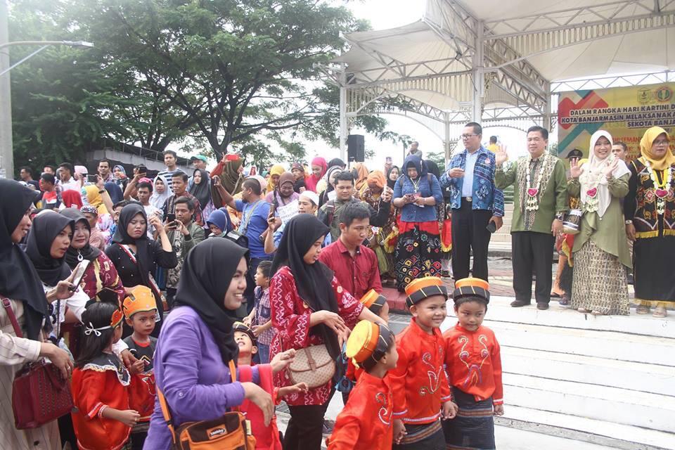 Siring Penuh Warna, Ribuan Anak PAUD Karnaval Pakaian Adat