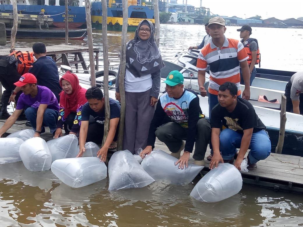 Lestarikan Sungai, DKP3 Tabur Puluhan Ribu Ikan Air Tawar
