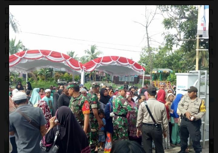 """Petugas KPL Polresta Pengamanan Warga yang """"Serbu"""" Pembagian Sembako Gratis"""