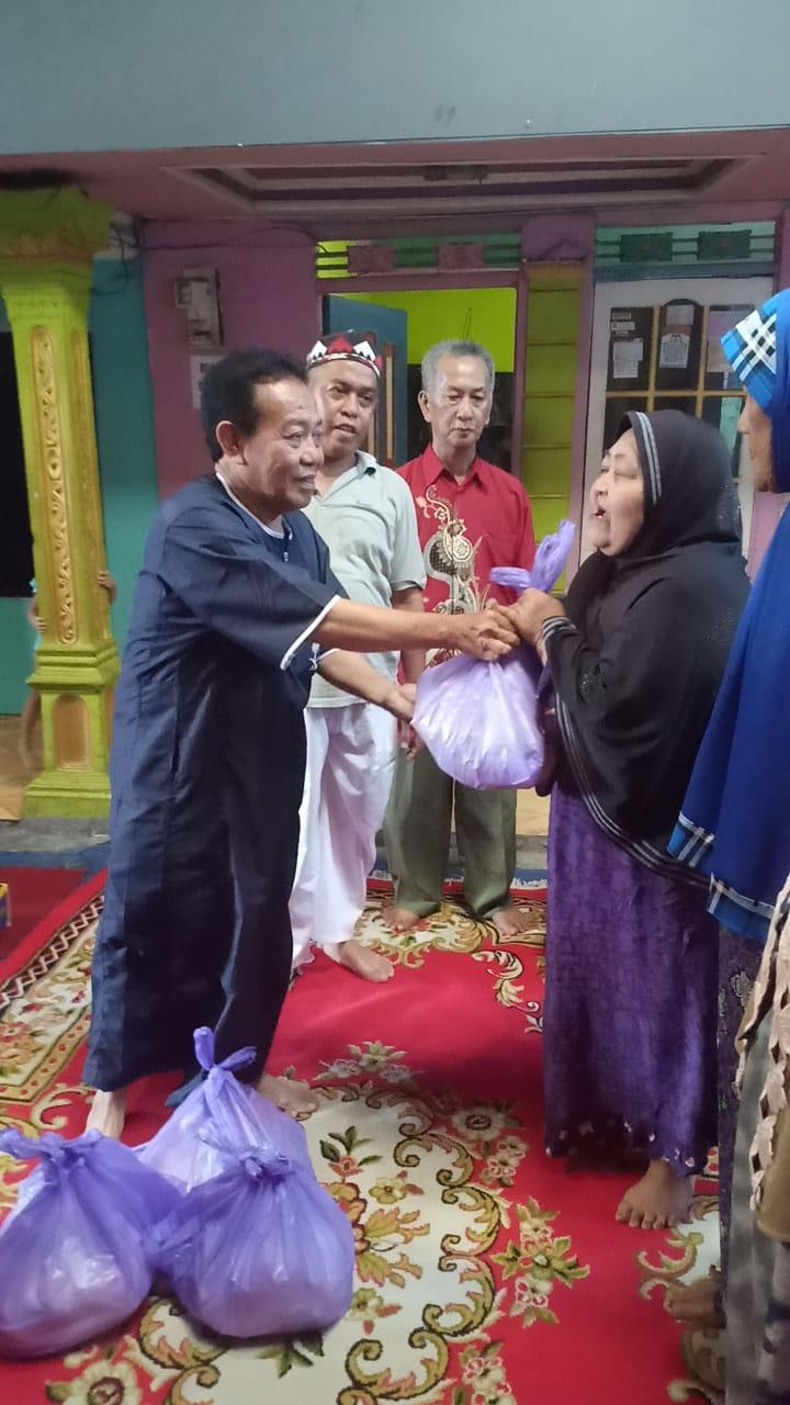Bagi-bagi 400 Paket Sembako, Din Jaya Imbau Warga Jaga Keamanan dan Kedamaian