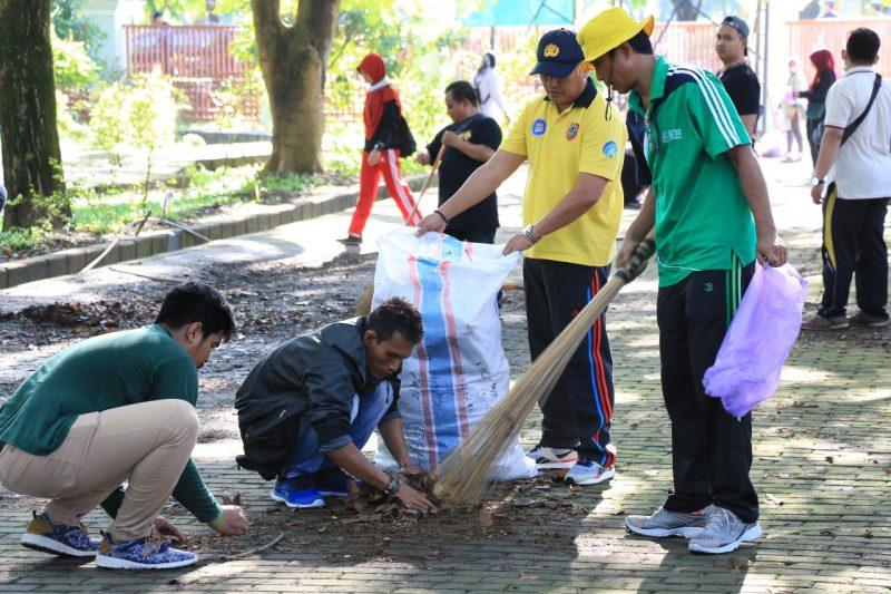 Aksi Bersih-bersih, Lima Truk Berisi 15 Ton Sampah Diangkut dari Sabilal