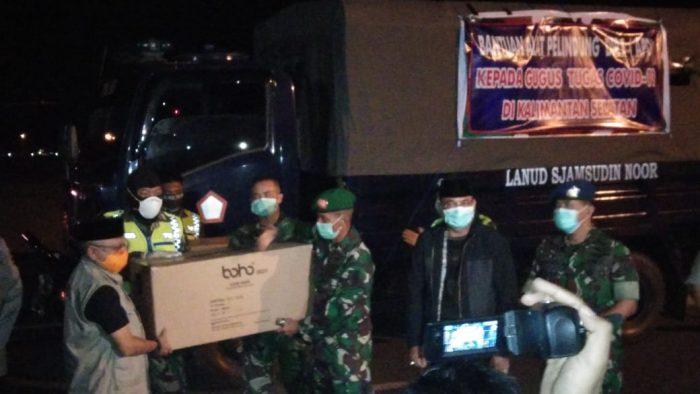 BANTUAN APD dari Pusat Diangkut Pesawat TNI AU Mendarat di Apron Lanud Sjamsudin Noor