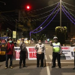 TENGAH Malam, Kapolda Bersama Walikota dan Sekdaprov Pantau Posko PSBB