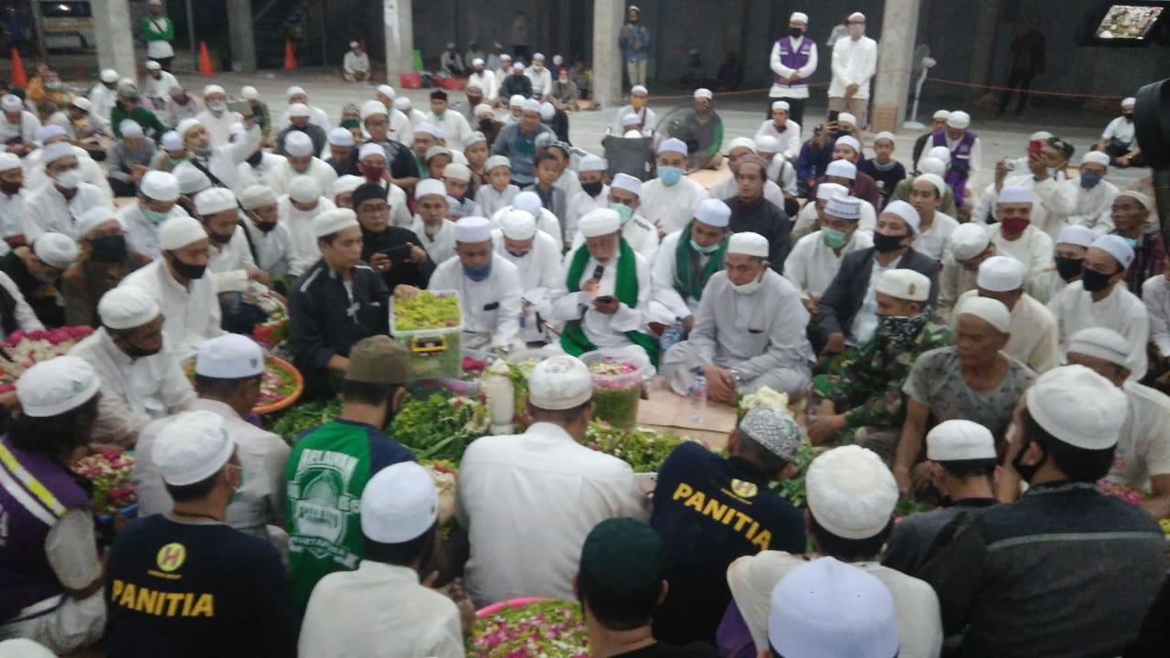 PEMBACAAN Surah Yasin Iringi Prosesi Pemakaman Guru Zuhdi di Samping Kediamannya