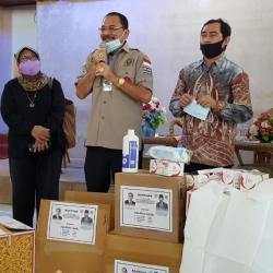 KETUA DPRD Kalsel Dukung Kerja Jurnalis dan Beri Bantuan APD