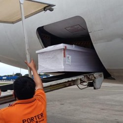 BATAL Pakai Jet Khusus, Jenazah Ulama Besar Guru Zuhdi Diterbangkan dengan Lion Air