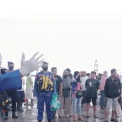 SATPOLAIRUD Polres Tanbu Gencar Imbauan Protokol Kesehatan ke Nelayan, ABK dan Sopir di TPI