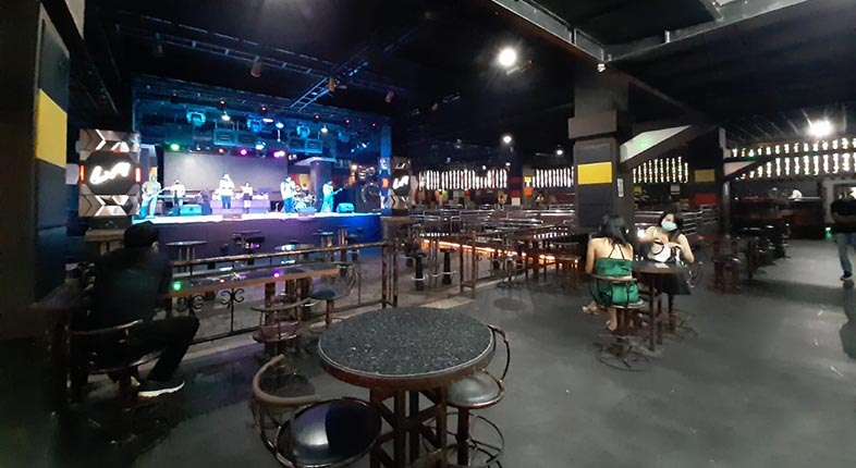MENDADAK SANTAI Suasana Pub Nashville di HBI