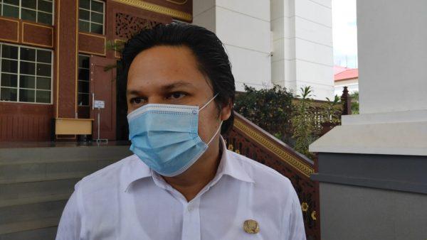 SWAB Penumpang Pesawat asal Jakarta di Bandara Syamsudin Noor Dihentikan Sementara