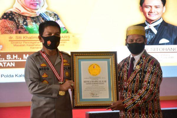 PRESTASI PEMRAKARSA Edukasi Bahaya Narkoba, Kapolda Kalsel Diganjar Penghargaan Lembaga Prestasi Indonesia Dunia