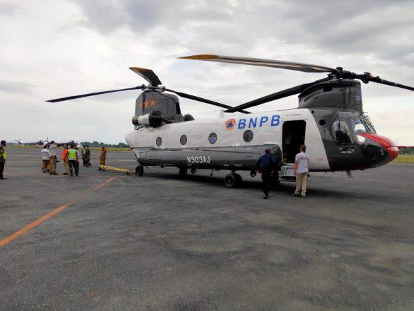 MENDARAT Heli Berukuran Jumbo di Bandara Syamsudin Noor