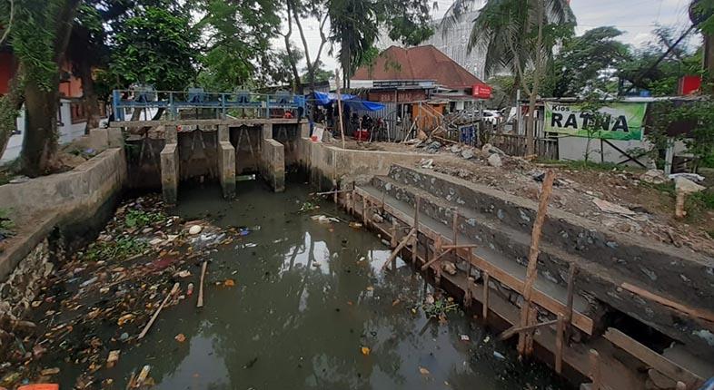 TERPAKSA DIPERPENDEK, Bantaran Sungai Belasung Mulai Ditata