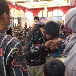 DIALOG Kapolda Kalsel -Mahasiswa 'Sepaham' dan 374 yang Berstatus Pelajar Dijemput Orang Tuanya Penuh Kerinduan