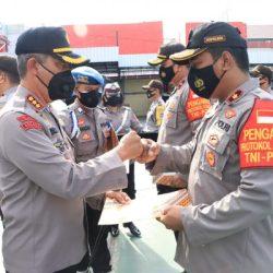PENGHARGAAN atas Prestasi dan Dedikasi Diterima 11 Personel Polresta Banjarmasin