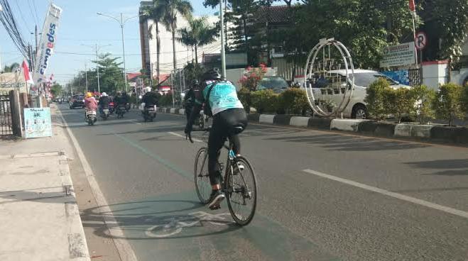 STICK CONE Dipasang Dishub Banjarmasin di Sepanjang Jalan A Yani, Proteksi Jalur Pesepeda