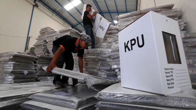 PERGESERAN Logistik Pilkada dari Triksati Banjarmasin ke Kantor KPU