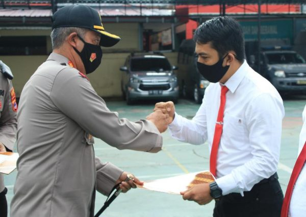 PENGUNGKAPAN dan 14 Anggota Satuan Reserse Narkoba Polresta Banjarmasin Mendapat Penghargaan