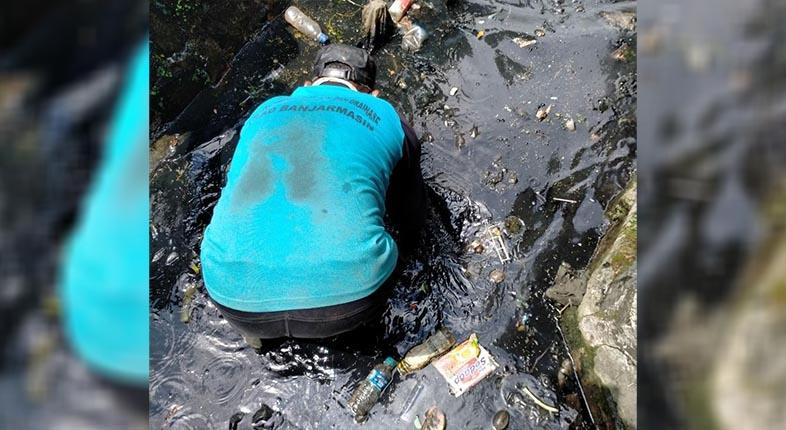 SAHUT Keluhan Warga, Pasukan Turbo Langsung Terjun Bersihkan Drainase